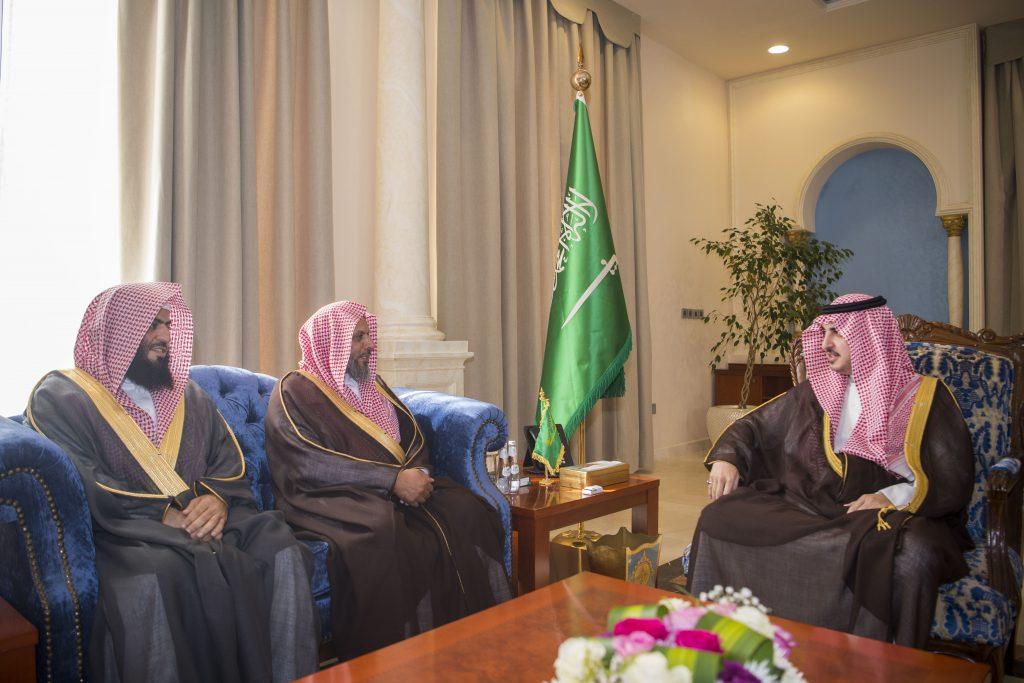 أمير الجوف يستقبل مدير فرع الإفتاء .. ويدشّن تطبيق (فتوى) على الأجهزة الذكية