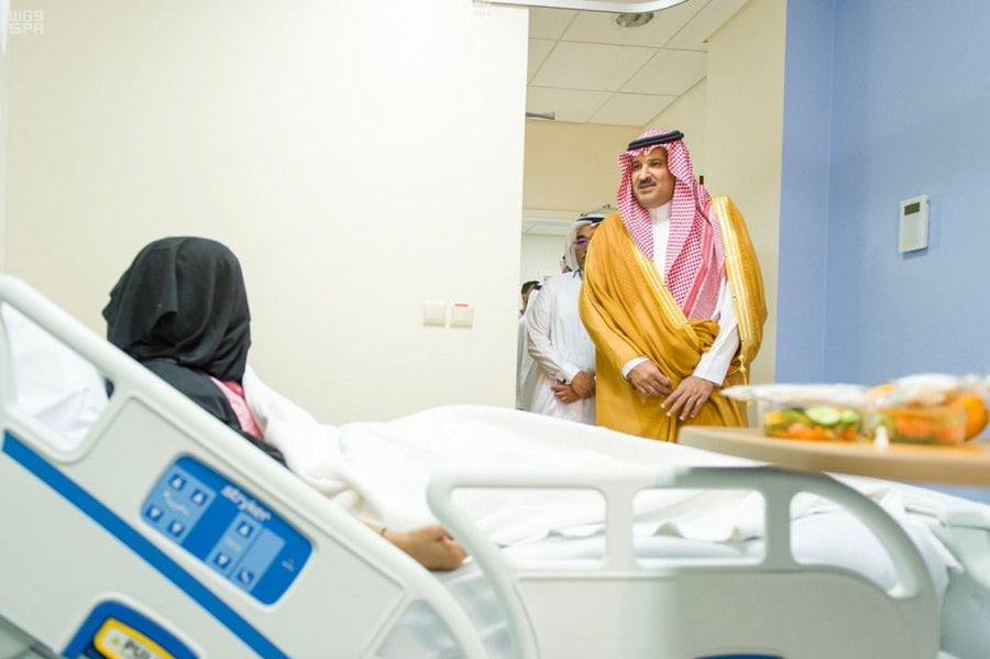 أمير المدينة المنورة يقوم بزيارة تفقدية لمستشفى المدينة العام للاطلاع على سير العمل فيه