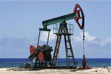 أسعار النفط تتراجع وسط مخاوف بشأن نمو الطلب