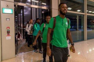 بعثة الأخضر تصل إلى الأردن قبل التوجه إلى رام الله