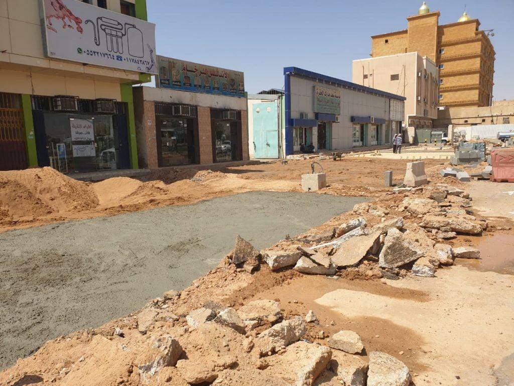 بالصور .. عودة العمل في عدة مشاريع بوادي الدواسر بعد توقفها لشهور