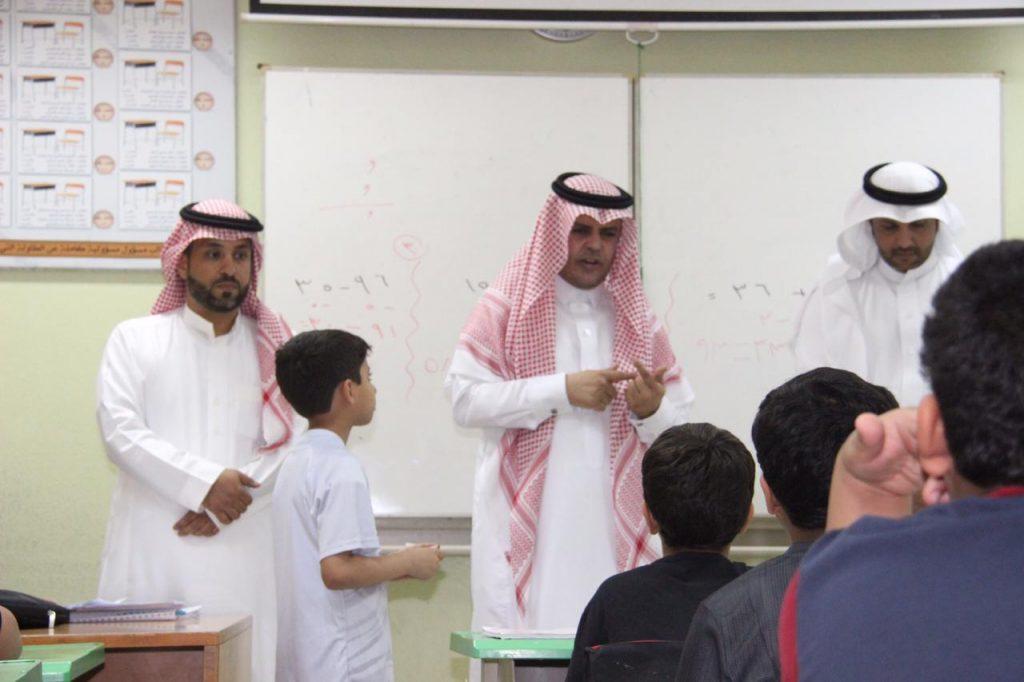 مدير تعليم عنيزة يحتفي بالمعلمين والمعلمات في يومهم العالمي