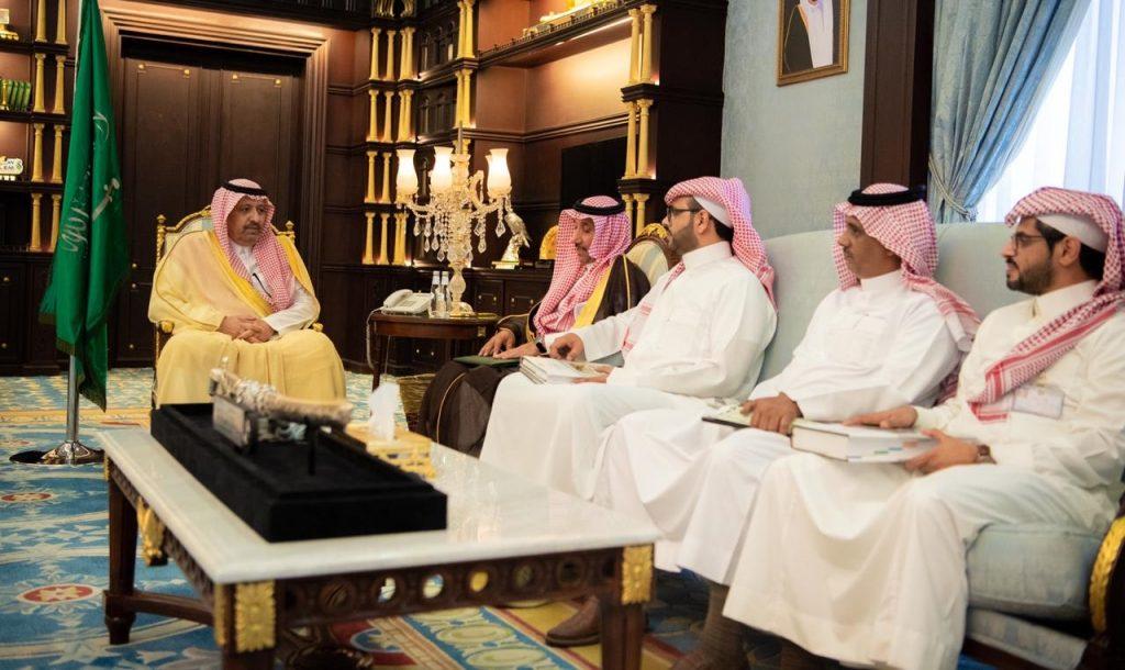 أمير الباحة يستقبل مدير عام فرع البريد السعودي بالمنطقة