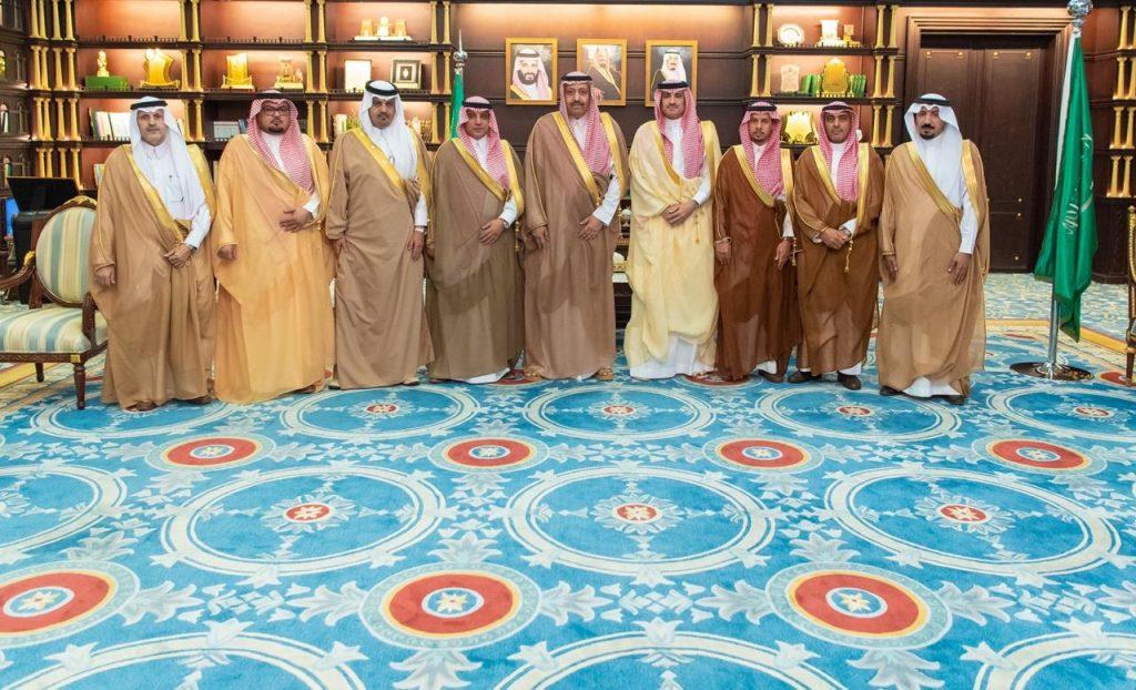 أمير الباحة يتسلم تقريرا عن البرامج والفعاليات التي نفذتها المحافظات بمناسبة اليوم الوطني ٨٩