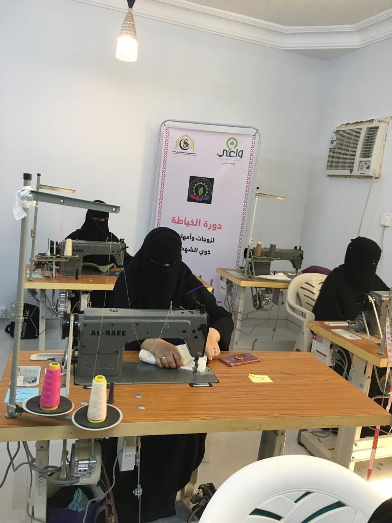 """الأنامل المبدعة تؤهل 20 متدربة لسوق العمل بالتعاون مع جمعية """"واعي"""""""