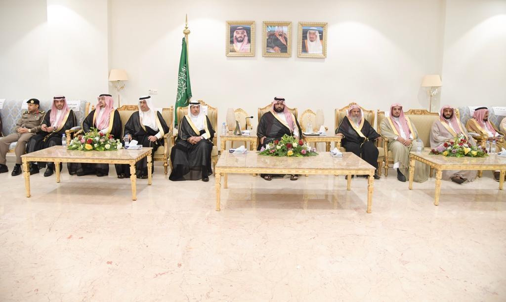 الأمير محمد بن عبدالعزيز يستقبل أهالي المنطقة
