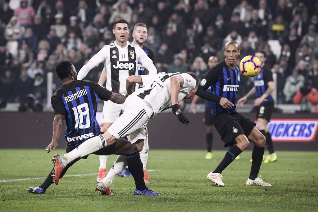 يوفنتوس يتغلب على إنتر ويتصدر الدوري الإيطالي