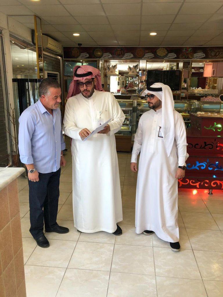 بلدية حقل تنفذ جولات تفتيشية بالتعاون مع هيئة الغذاء والدواء