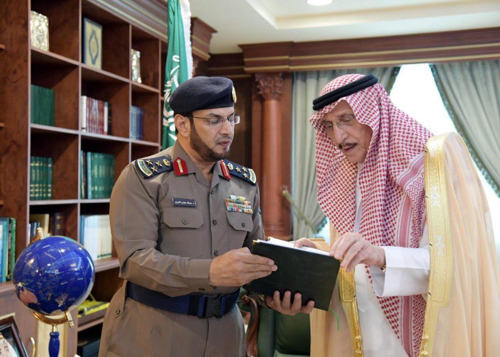 أمير جازان يتسلم تقريرًا عن الحالة المطرية وأعمال الدفاع المدني بالمنطقة
