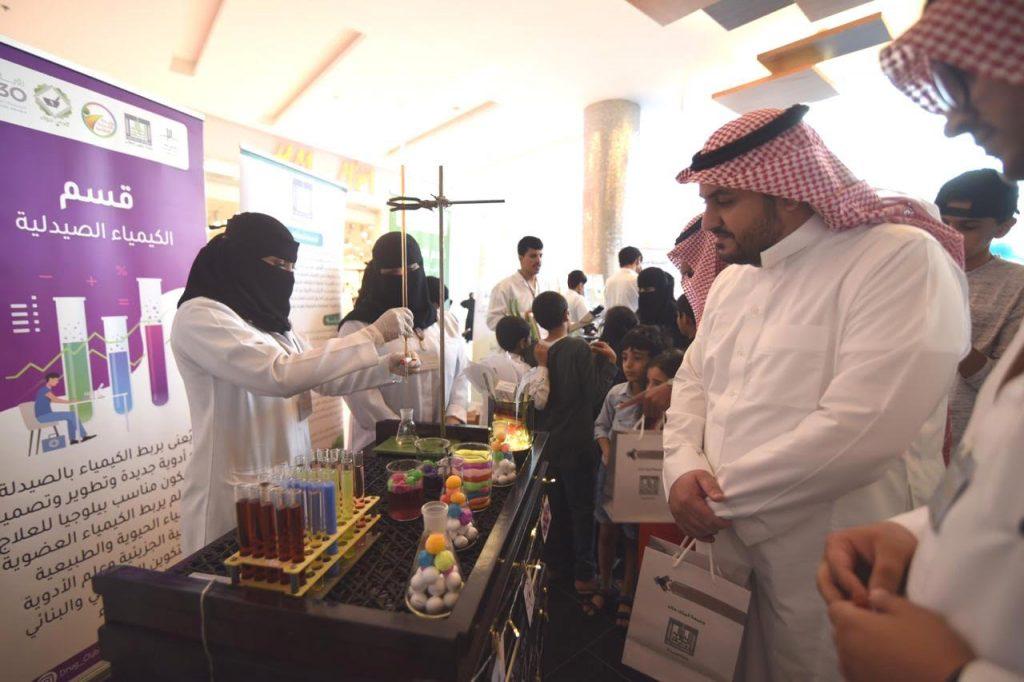 كلية الصيدلة بجامعة الملك خالد تنظم فعاليات بمناسبة اليوم العالمي للصيدلة