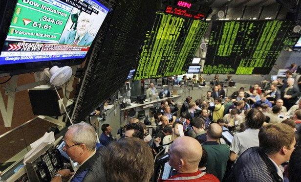 الصناديق العالمية تزيد مخصصات الأسهم على حساب السيولة