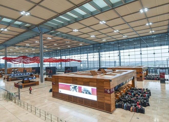 قنبلة تعطل حركة الطيران في مطار برلين شونيفيلد