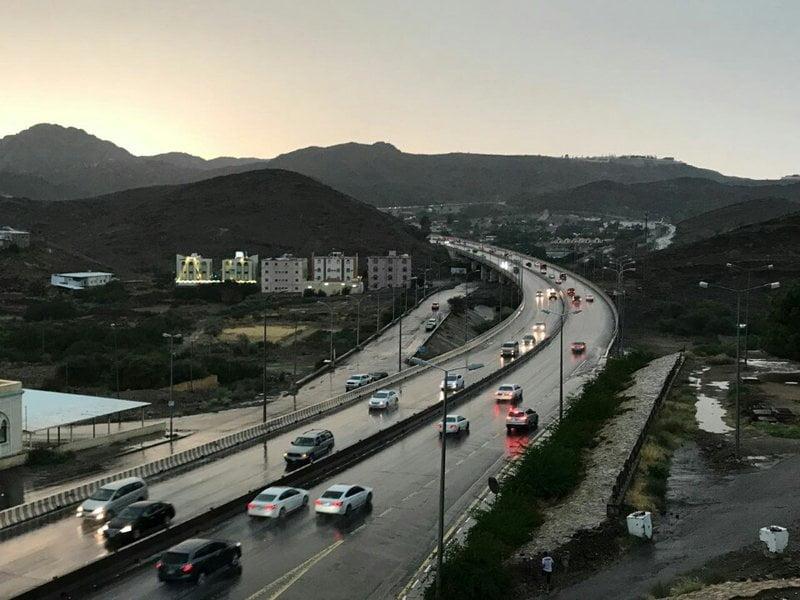 """إغلاق مؤقت لطريق """"الهدا"""" بالطائف احترازيًا بسبب الأمطار الغزيرة"""