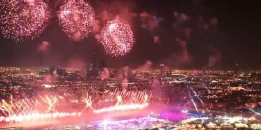 أبراج الرياض تتزين بالألعاب النارية