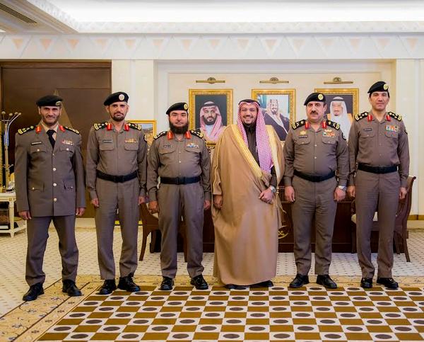 أمير القصيم يقلد عدد من الضباط رتبتهم الجديدة