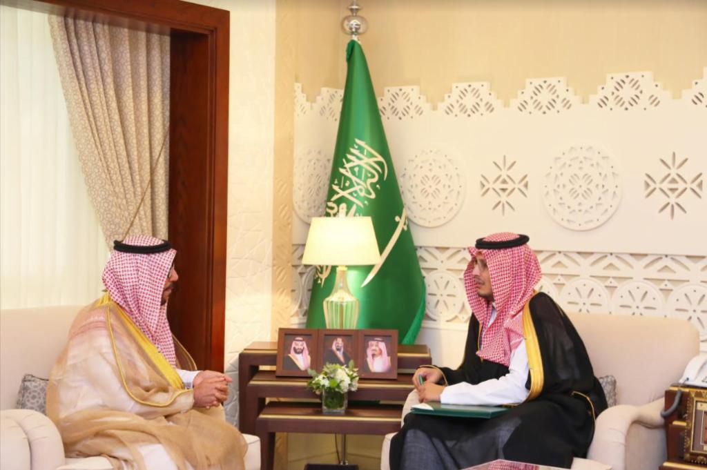 نائب أمير الشرقية يلتقي المستشار الإداري المعين في دائرة الأوقاف والمواريث بالأحساء