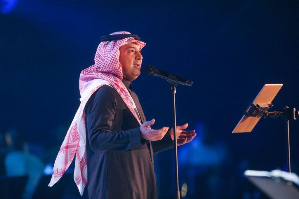 """الفنان راشد الماجد يتألق حضوراً وأداءً ويطرب جمهور الرياض في ليلة """"السندباد"""""""