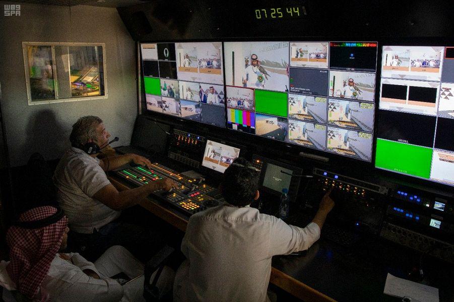 15 قناة تلفزيونية تنقل مسابقات مهرجان الملك عبدالعزيز للصقور