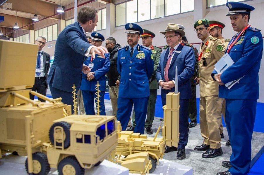 رئيس هيئة الأركان العامة يحضر افتتاح فعاليات معرض الخليج للدفاع والطيران بدولة الكويت