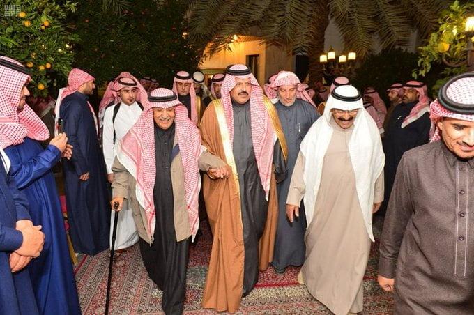 الأمير عبدالعزيز بن سعد يقدم واجب العزاء لأسرة الشغدلي
