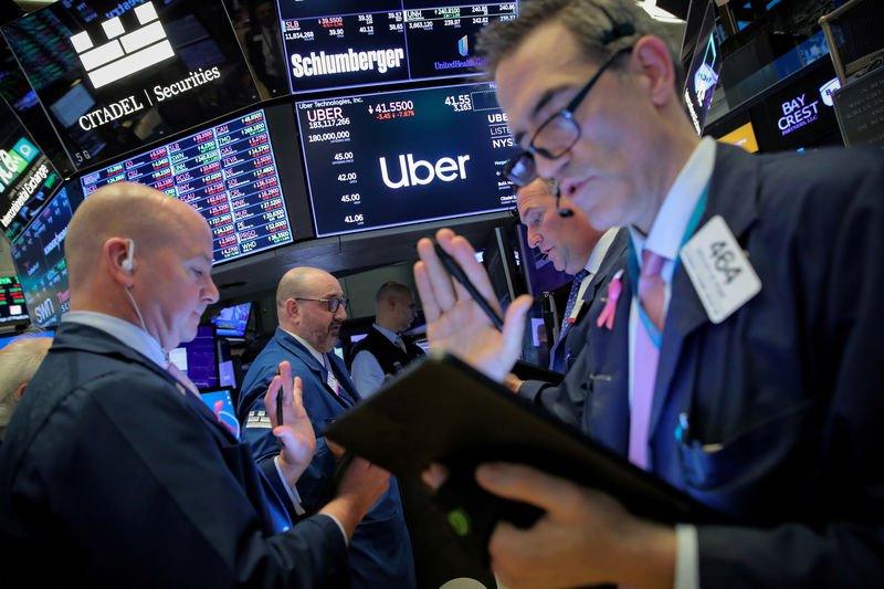 الأسهم الأمريكية تغلق على ارتفاع مدعومة بمؤشرات تعافي الاقتصاد