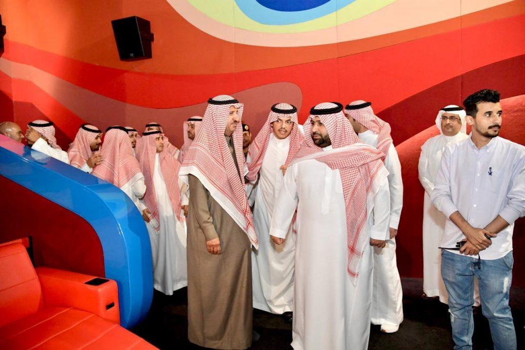 الأمير محمد بن عبدالعزيز يدشن أول دار للسينما بالمنطقة الجنوبية