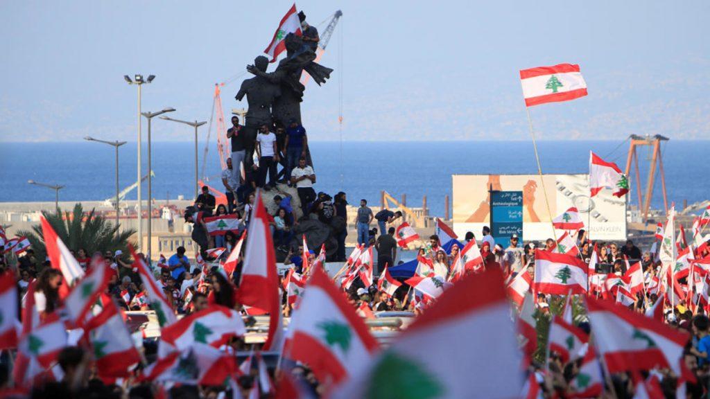 """لبنان.. """"ضبابية"""" المشهد السياسي واستمرار حراك الشارع"""