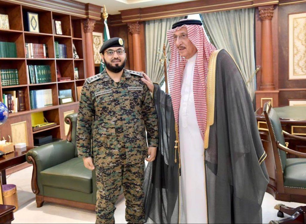 سمو أمير منطقة جازان يقلد قائد قوة الأفواج الأمنية رتبته الجديدة