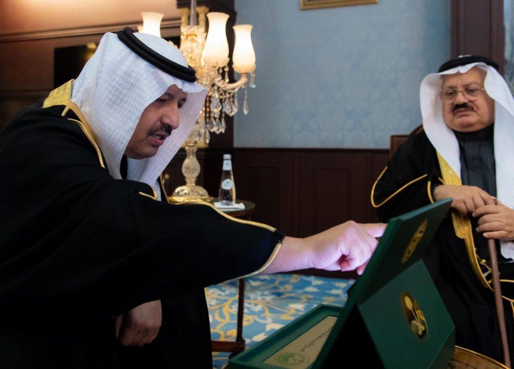 أمير منطقة الباحة يدشن الموقع الإلكتروني للمركز الإعلامي ويجتمع بأعضاء الهيئة الاستشارية