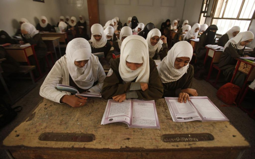 الحوثي يدمر التعليم بمقررات طائفية