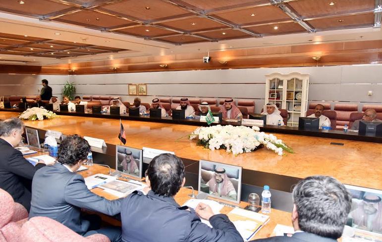 وفد تجاري أفغاني يستعرض الفرص الاستثمارية في أنشطة الطاقة المتجددة