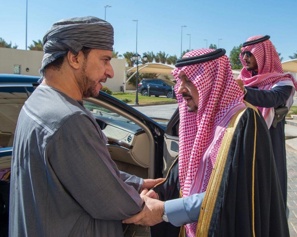 أمير منطقة الرياض يقدم العزاء في وفاة السلطان قابوس بن سعيد – رحمه الله –