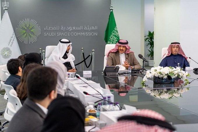 """الأمير سلطان بن سلمان يرعى انطلاق أعمال اجتماع اللجنة الاستشارية لبرنامج """"أجيال"""""""