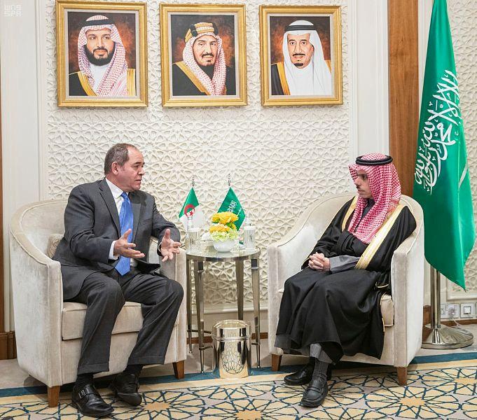 وزير الخارجية يستقبل نظيره الجزائري
