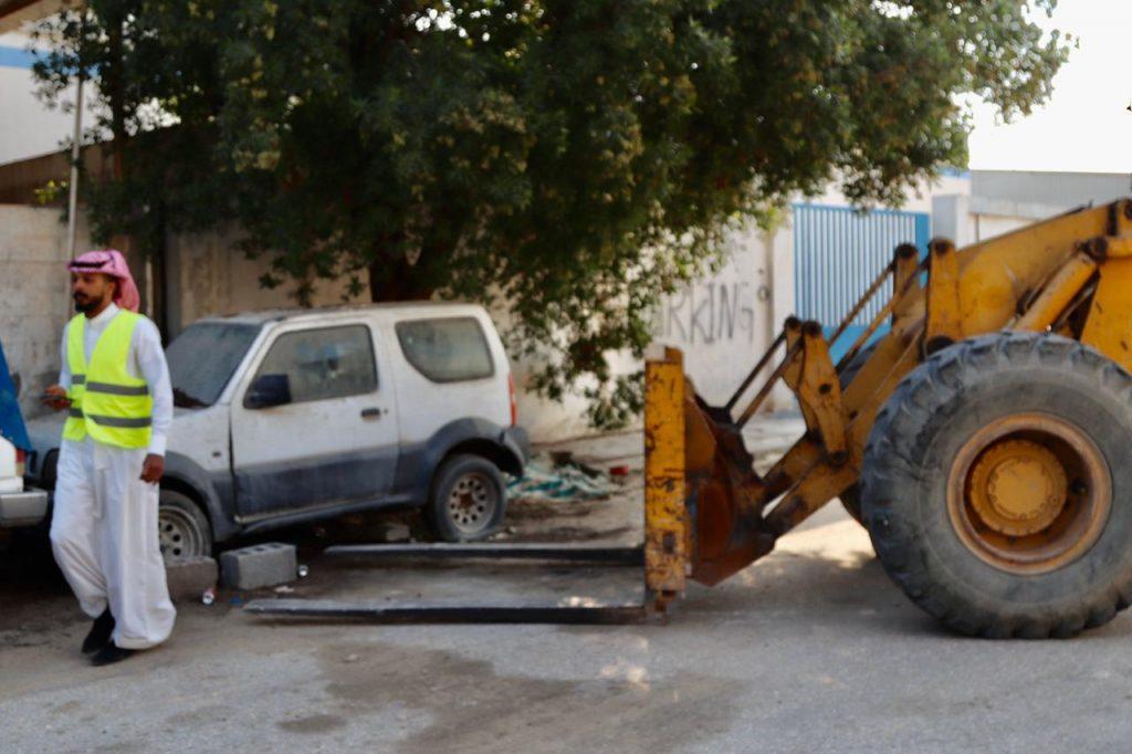 """شرقية بلا سيارات تالفة"""" ترفع 2000 سيارة قديمة من 4 أحياء في الشرقية"""