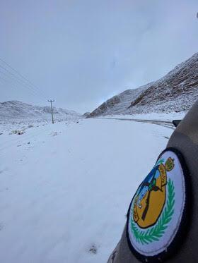حرس حدود تبوك يمشط مناطق الثلج