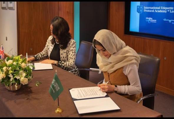 أكاديمية لندن الدولية توقع اتفاقية مع شركة سمت السعودية لنشر مبادئ التشريفات والإتيكيت في دول الشرق الأوسط صحيفة المناطق السعوديةصحيفة المناطق السعودية