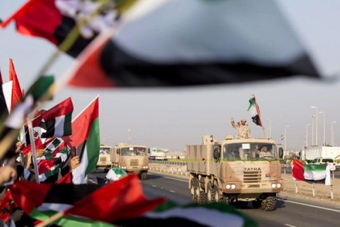 بهاشتاق #الصقور_المخلصين الإماراتيين يحتفون بجنود الإمارات العائدين من اليمن