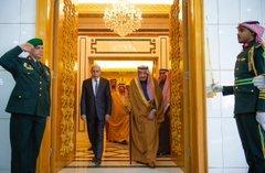 خادم الحرمين الشريفين يعقد جلسة مباحثات رسمية مع رئيس الجمهورية الإسلامية الموريتانية