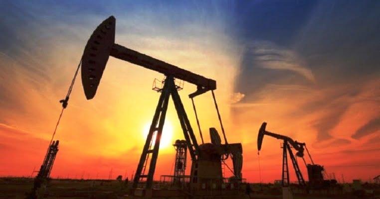 النفط يرتفع بفضل تغطية مراكز مدينة وآمال تخفيضات أوبك
