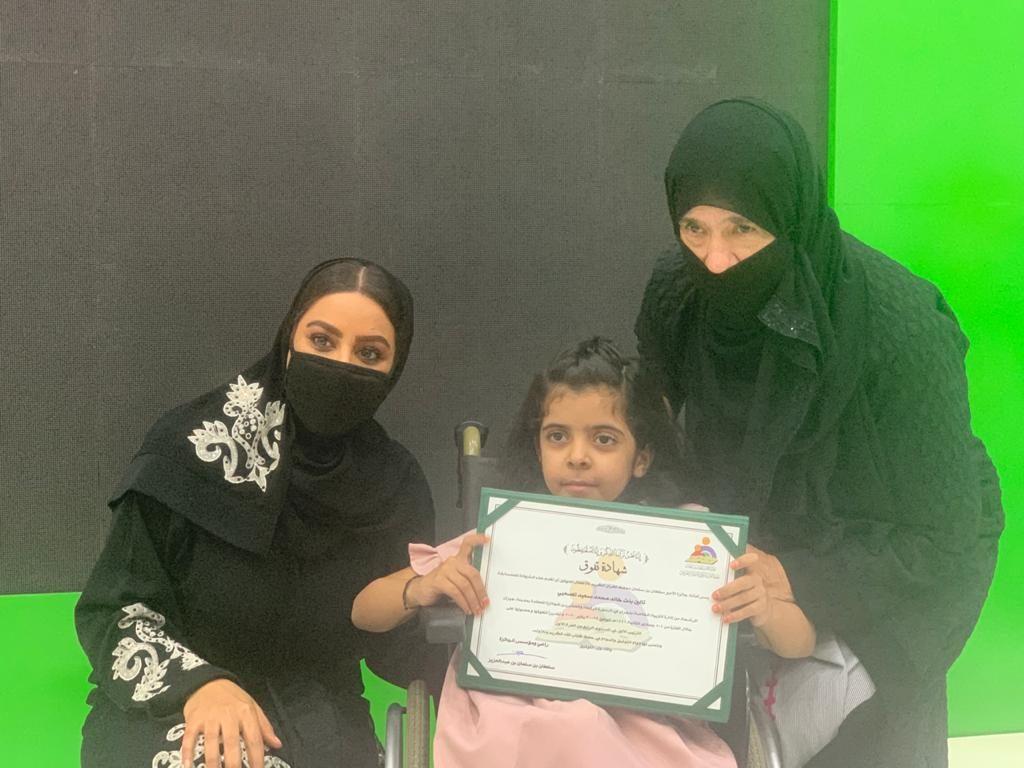 الطفلة تالين تتحدى الإعاقة وتحصد المركز الأول في جائزة الأمير سلطان بن سلمان لحفظ القرآن
