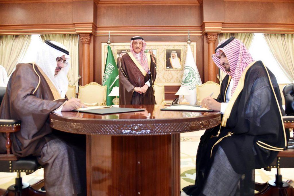 الأمير محمد بن ناصر يرعى اتفاقية زراعة (300) ألف شتلة بمشاريع الإسكان بجازان
