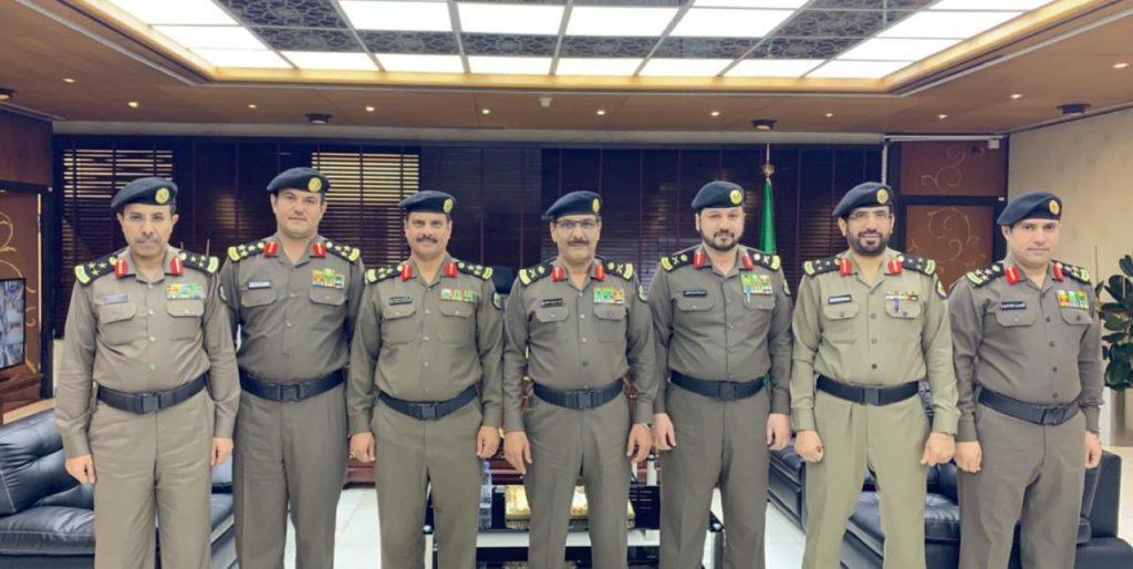 مدير شرطة الرياض يقلد عدد من الضباط رتبهم الجديدة