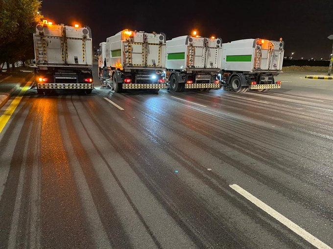 أمانة الرياض: 44 كانسة آلية تنظف الطرقات الرئيسة والفرعية خلال فترة منع التجول
