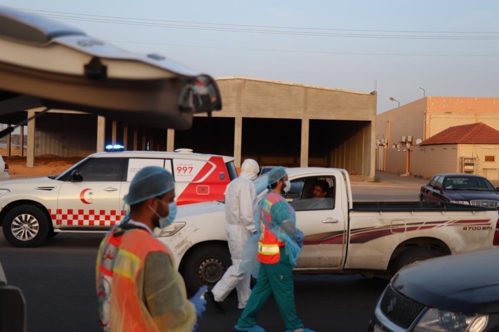 الهلال الأحمر بالجوف يقدم الخدمات الطبية والتوعوية لسالكي الطريق