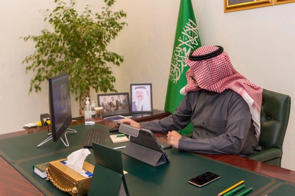 أمير الجوف يستعرض عن بُعد مع مدير شرطة المنطقة الخطة الأمنية خلال منع التجول