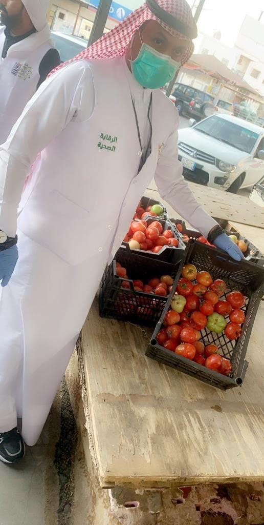 بلدية محافظة بلقرن تقوم بجولة تفتيشية رقابية على سوق الخضار والفواكه