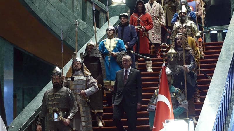 """تبرعات كورونا.. المعارضة تسأل أردوغان عن """"طائرة تميم"""" والقصر"""
