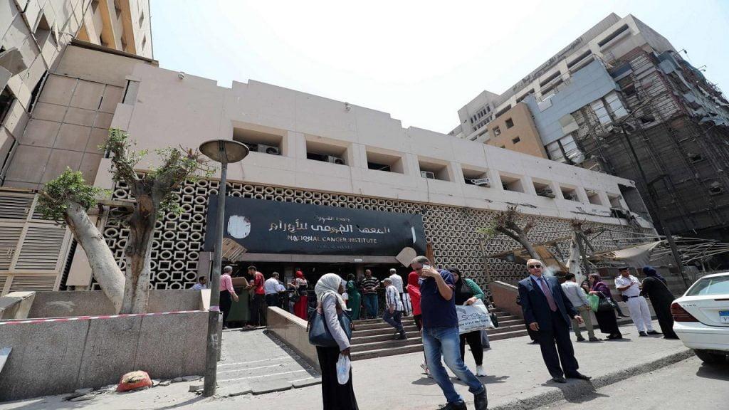 الوباء يتسلل لمعهد الأورام المصري ويصيب 15 طبيبًا وممرضًا