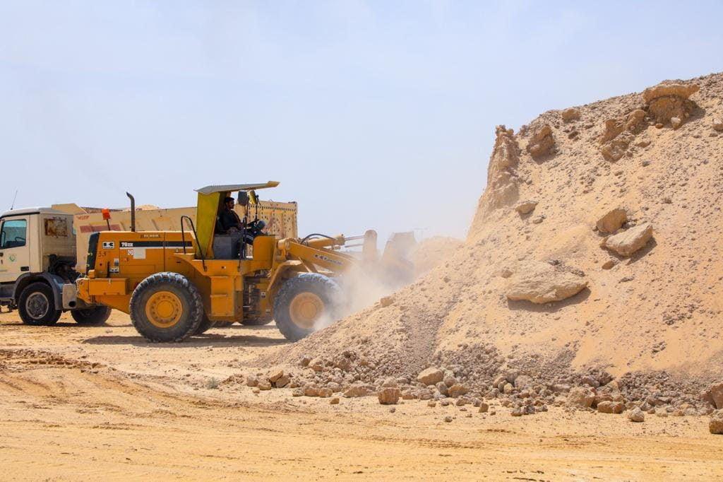 بلدية البكيرية ترفع الأنقاض من الأحياء السكنية والمداخل الرئيسية